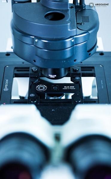 argolight-slide-under-microscope